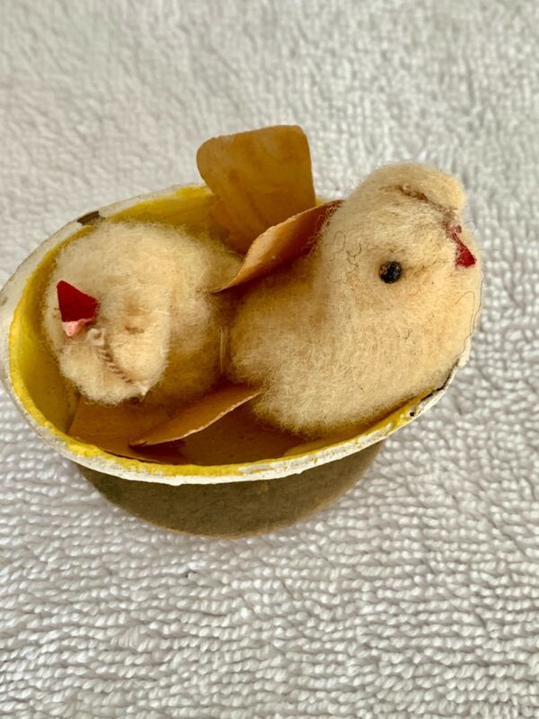 VINTAGE ANTIQUE CHENILLE HATCHING EASTER CHICKS PEEPS SHELL- JAPAN