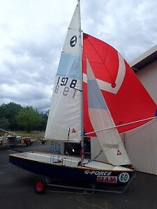 125 Sailing Dinghy, PERFECT for Families or Teenagers Gowrie Tuggeranong Preview