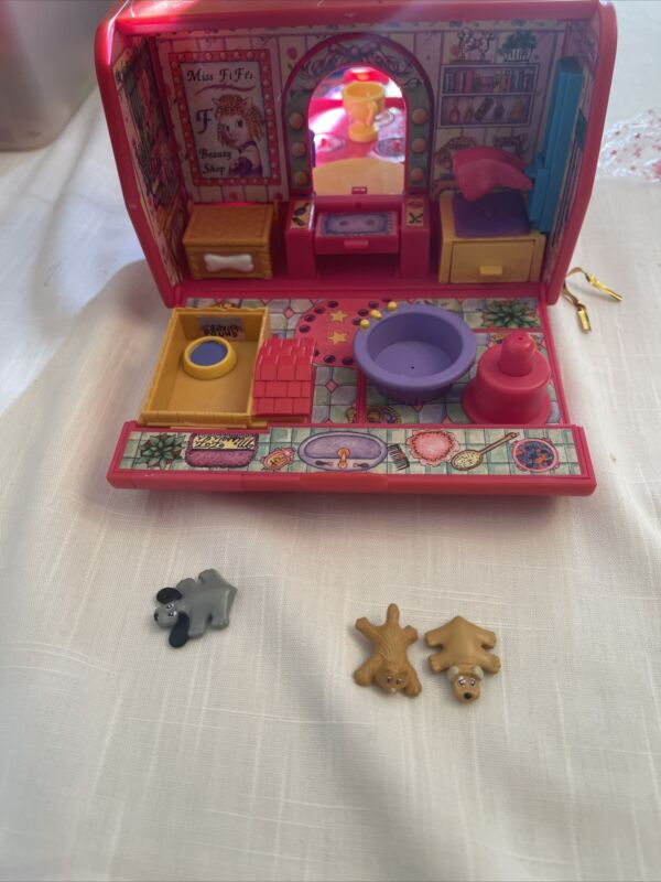 Vintage, Pound Puppies Pet Beauty Salon , Pet Carrier Playset, with 3 Figurines