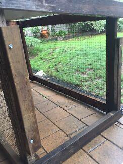 Pet chicken chook hutch coop SOLD PENDING PICK UP