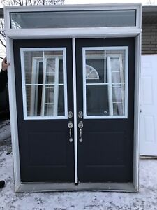Double exterior door unit with transom