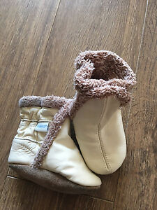 Robeez  Boots 0-6 mo
