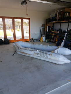 Inflatable rubber dinghy 3.2m