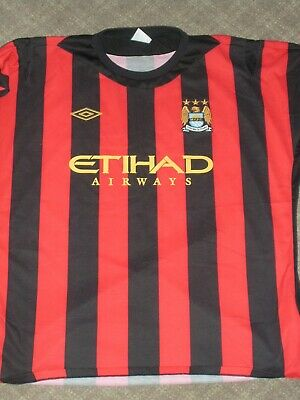 MANCHESTER CITY AWAY SHIRT SIZE IS 50 AND IT IS 62cm ACROSS THE FRONT  image
