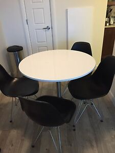 Round Dining table + 4 chairs great for smaller appartment