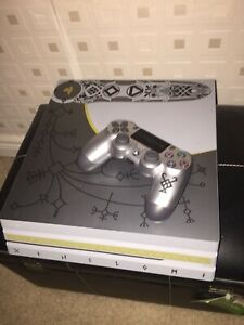 PS4 PlayStation 4 PRO 4K 1TB GOW Ltd edition Almost new