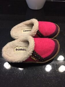 Kids Sorel slippers