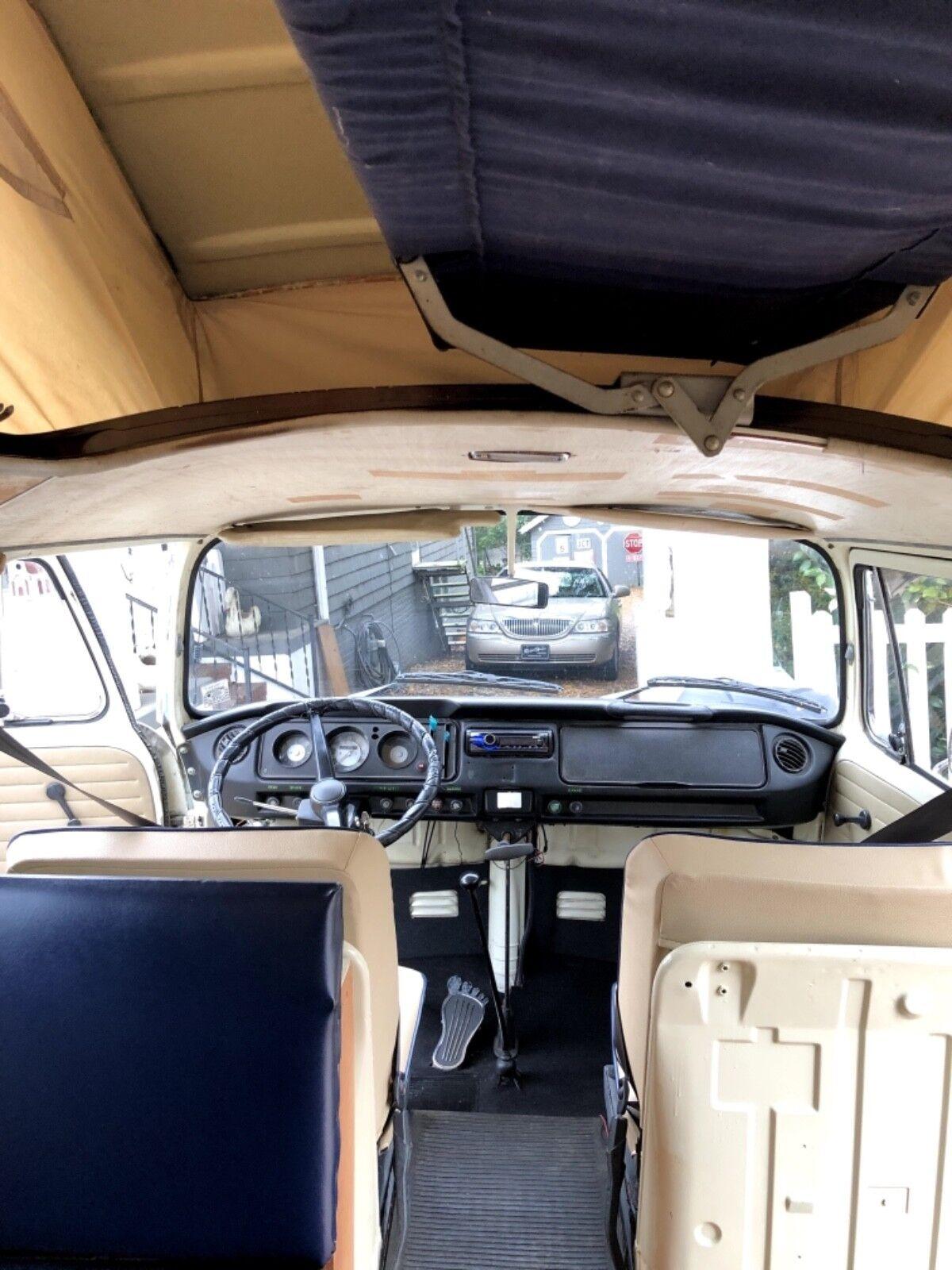 1971 Volkswagen Bus/Vanagon  1971 Westfalia Campervan