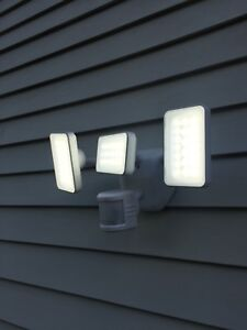 240 Degree White 3-Head Motion-Activated Security Light