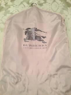 Men's Burberry Heritage/Kensington Trench Coat - Size 44.
