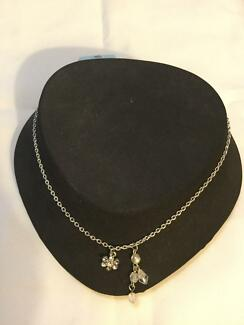 Diamanté flower star necklace. NEW. Nic's jewelry