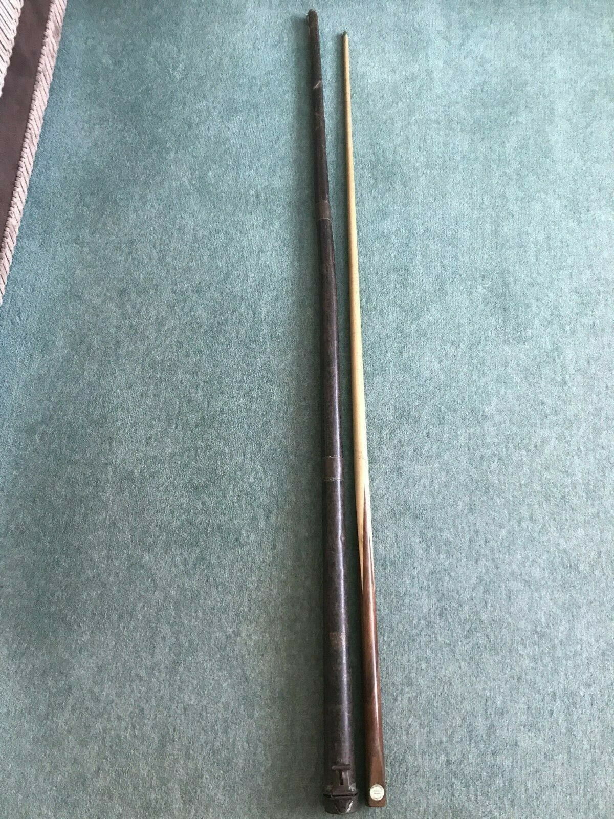 THURSTONS LEICESTER SQUARE LONDON 1 PIECE MAPLE SNOOKER CUE C/W METAL CASE