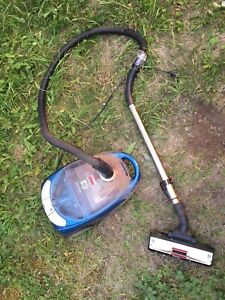 Vacuum for cheap. I can deliver. Read ad carefully