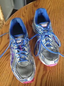 Ladies RUNNING SHOES, good shape, size 9, only $3