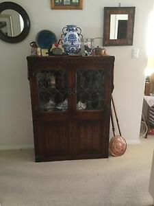 Vintage 'old charm' English oak small display cabinet Tuncurry Great Lakes Area Preview