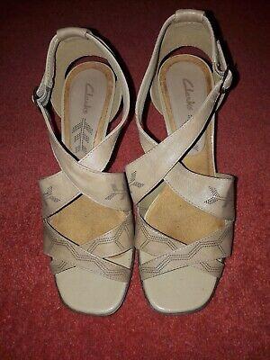 clarks beige size 4.5 sandals