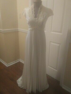 Vtg Woman's White Lace Pearl Wedding Gown Bridal Pleated Skirt