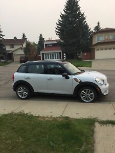 2013 MINI Cooper Countryman AWD* Sunroof* Heated Seats*