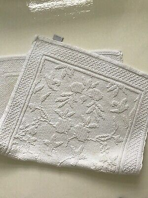 Rachel Ashwell Shabby Chic Couture Bath Mat White Floral Pattern & Lace Border