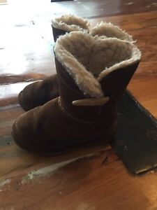 Bearpaw winter boots size 7 toddler