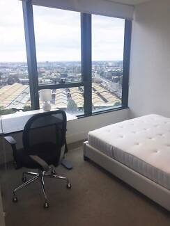Large private bedroom with spectacular view in CBD, SINGLE ONLY!