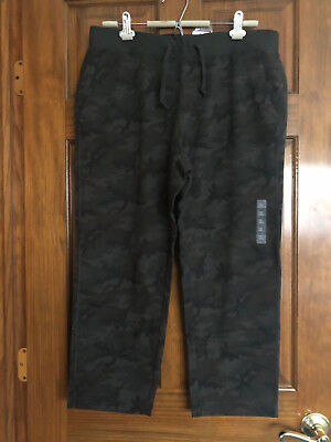 NWT UNIQLO Dark Green Camo Men's Sweat Cropped Patterned Pants, XL 36 - 39