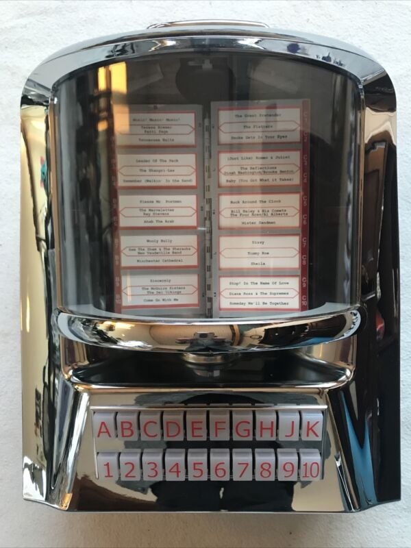 JukeMaster 100 Jukebox w 100 Songs * CD or MP3 CD Player * by Tyrell