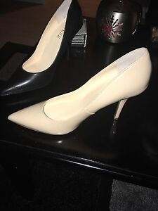 $30 variety of ladies GUESS footwear  Cambridge Kitchener Area image 3