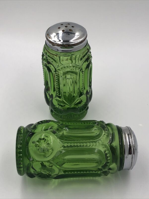 VINTAGE LE SMITH GREEN SALT AND PEPPER SHAKERS MOON AND STARS