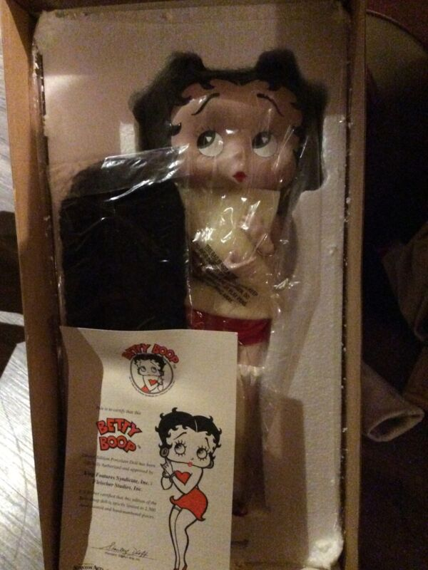 """New In Box Betty  Boop Limited Edition """"It"""