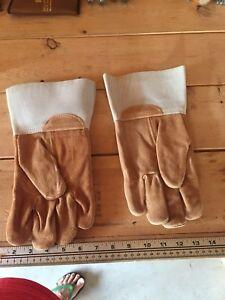 Welding gloves.