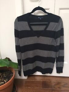 Gap sweater size medium