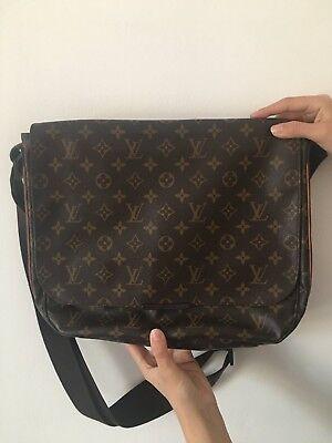 d3285857c689 Borsa Messenger Louis Vuitton usato