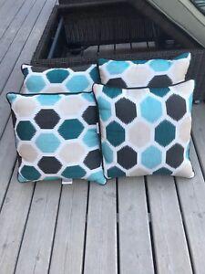 4 outdoor pillows