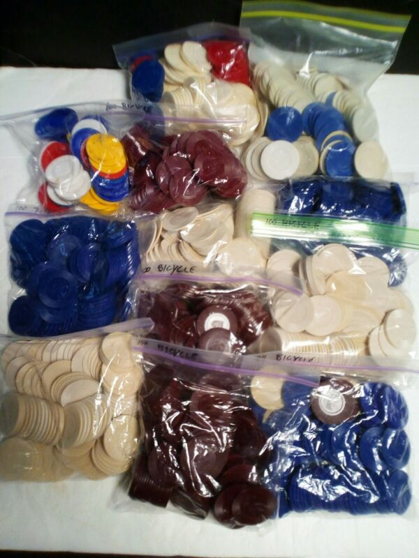 Lot of 894 Vintage BICYCLE Poker Chips Maroon Blue White + Some Unbranded Chips