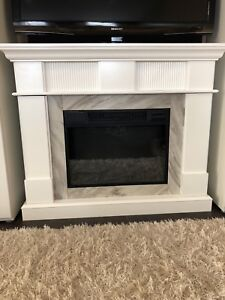 BRAND NEW ELECTRIC FIREPLACE NEVER USED