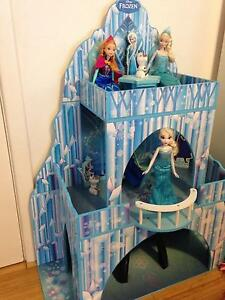 Large Frozen doll house/ice castle with some furniture etc Carine Stirling Area Preview