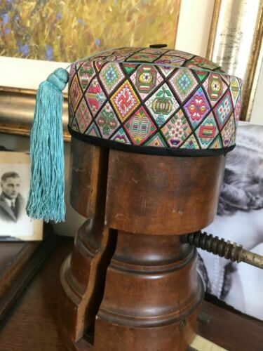 BEAUTIFUL ANTIQUE CHINESE SILK SMOKING HAT EMBROIDERY TEXTILE