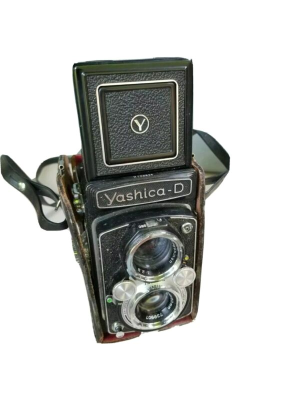 Yashica-D Twin Lens Reflex Camera w/ Leather Case