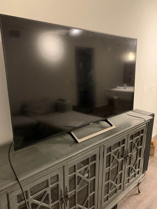 """PARTS ONLY!!! Sony XBR65X850E 65"""" Locale Pickup Only.."""