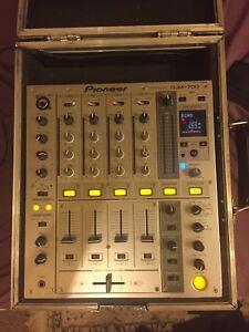 Pioneer DJM 700 Professional Club Mixer with Pioneer Flightcase