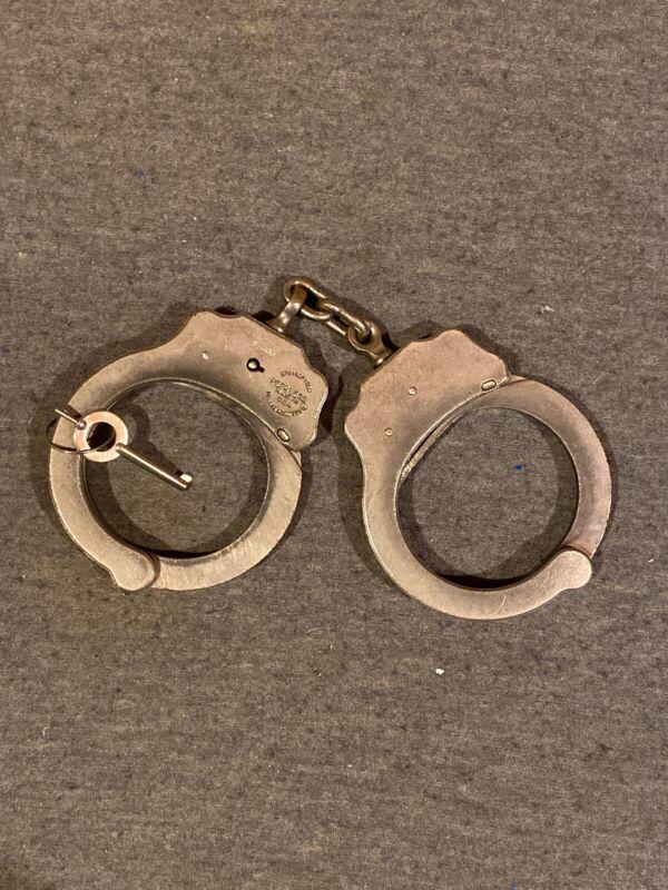 Peerless Handcuffs Model M-400 Serial #026861 (USED w/ Key)