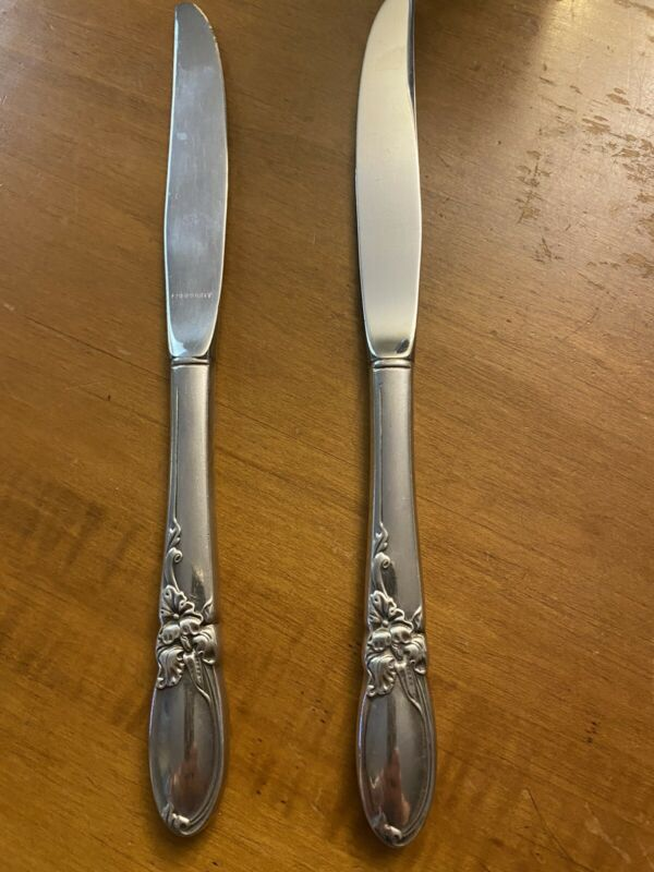 Oneida White Orchid 2 knives Community Vintage Silverplate Flatware