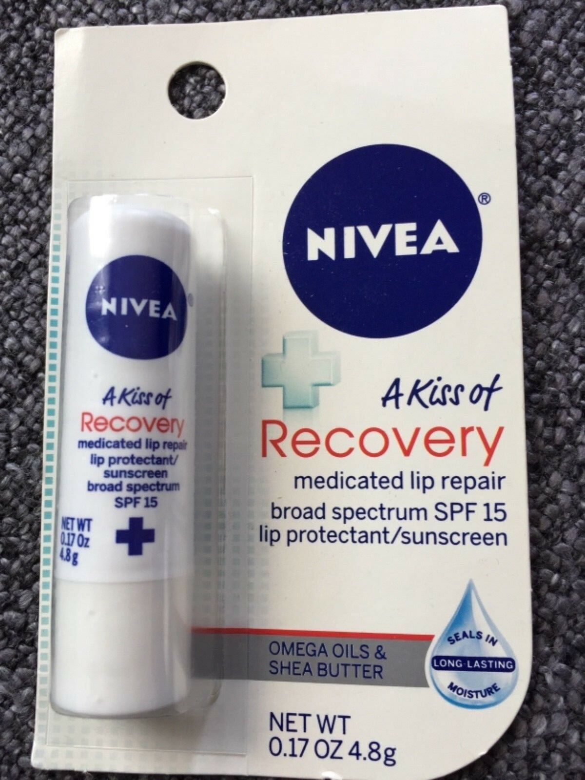 Labello A Kiss of Recovery  Nivea  Lip Care aus USA Med