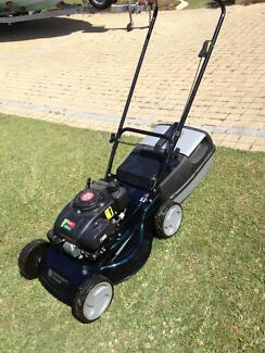 Four stroke lawn mower Kallaroo Joondalup Area Preview