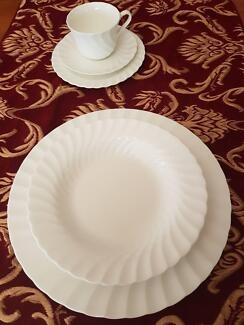 WEDGWOOD CANDLELIGHT WHITE 20piece Dinnerset.