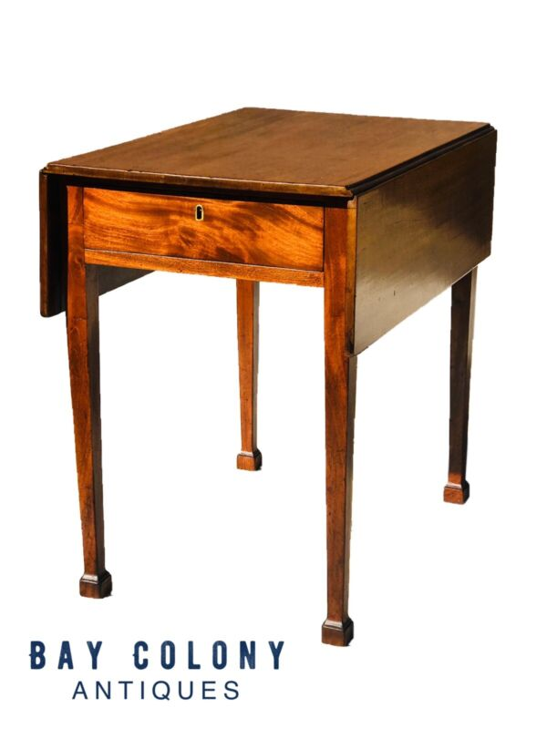 18TH C ANTIQUE SOUTHERN CHIPPENDALE FIGURED MAHOGANY DROP LEAF PEMBROKE TABLE