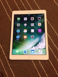 iPad Air. 16gb. Silver. Excellent 10/10 condition!!!