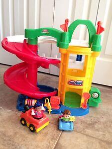 Little People Racin Ramps Garage