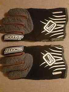 Scott gloves black / grey size kids small Young Young Area Preview